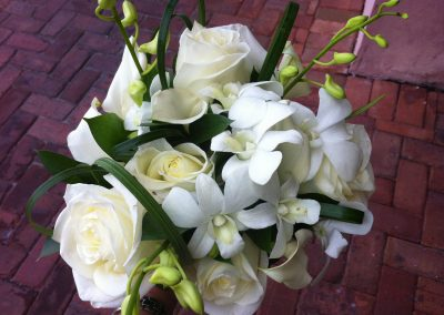"""Tropical whites"" bouquet"